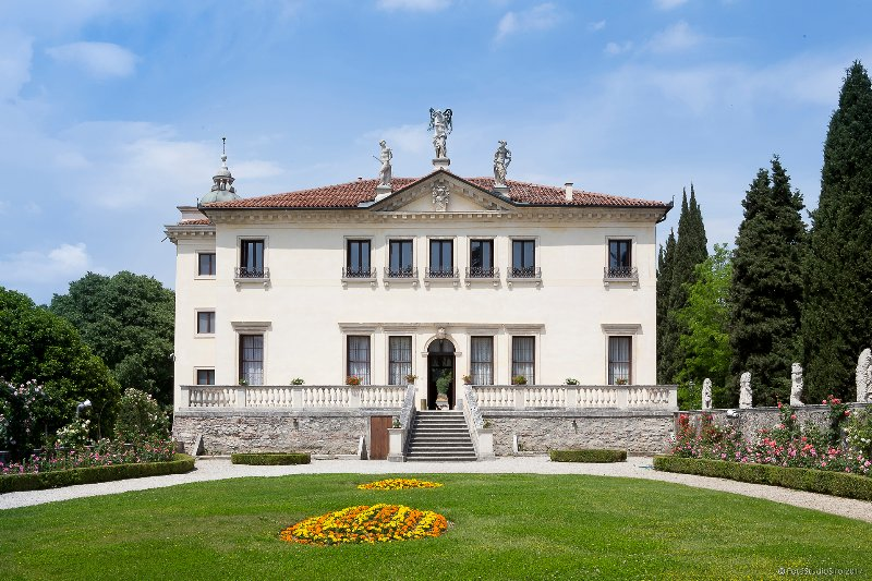 The 'Palazzina' with the Noble floor (in this case) by the garden and the night area at 1st floor.