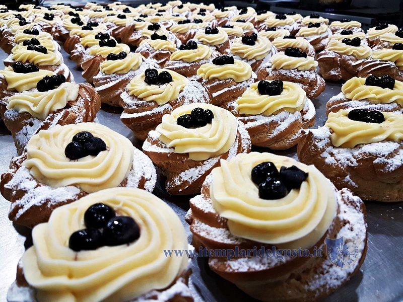 Ein traditionelles Dessert: die Zeppola