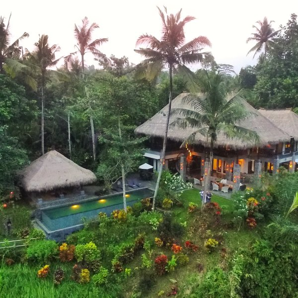 Alami Villa with infinity pool over looking the Petanu River