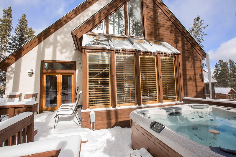 Hot Tub Available to use Year Round!