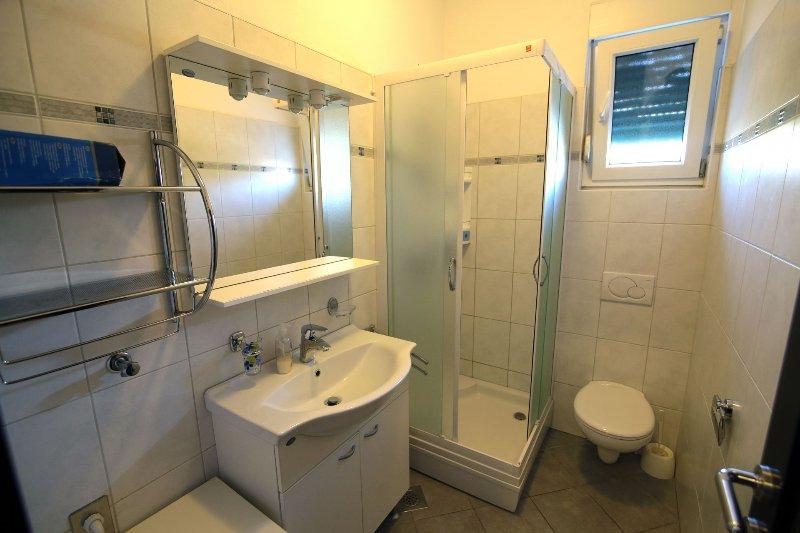 A4 (4 + 1): salle de bain avec toilette