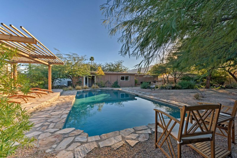 Experience luxury in the desert with this exceptional 4-bedr, 2-bath home.