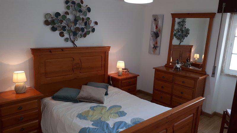 Apartamento (2º andar) Rio de Mouro,6 Km de Sintra, vacation rental in Paco de Arcos