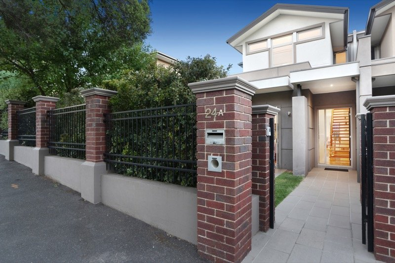 16 - Kew accommodation - front of home and street entrance