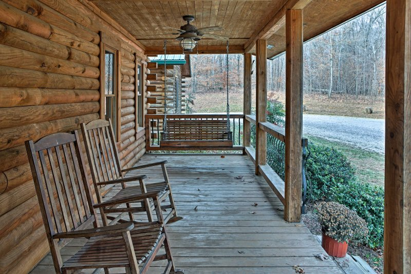 Rock sur le porche avec votre café du matin.