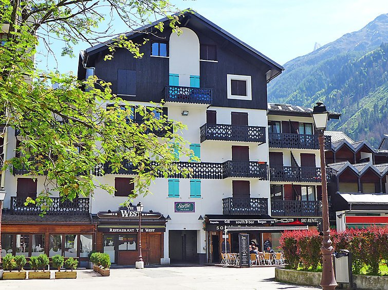 Photo of 1 bedroom Apartment with WiFi and Walk to Shops - 5025879