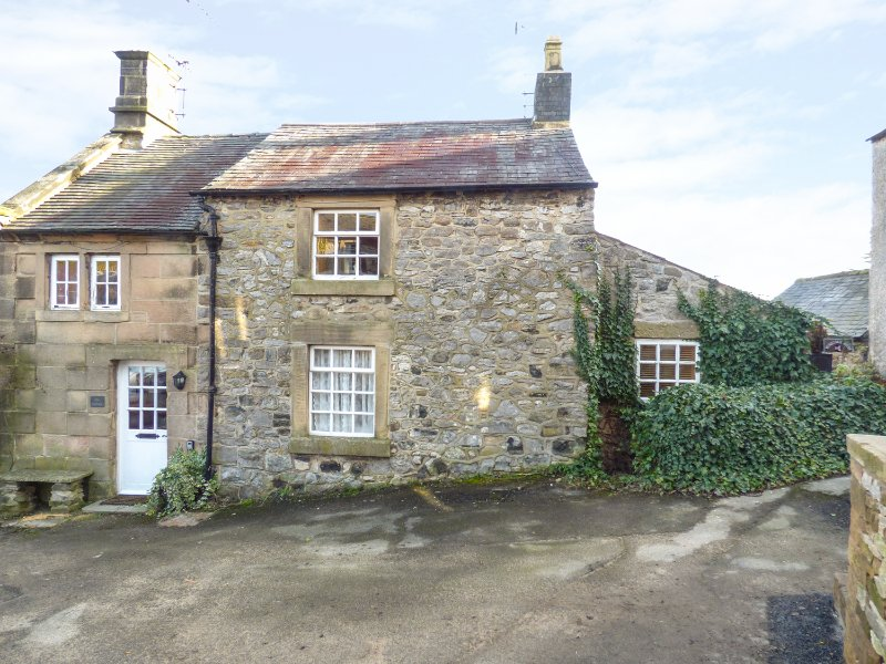THE COTTAGE, woodburner, beams, charming retreat, in Matlock, Ref. 970356, casa vacanza a Darley Dale