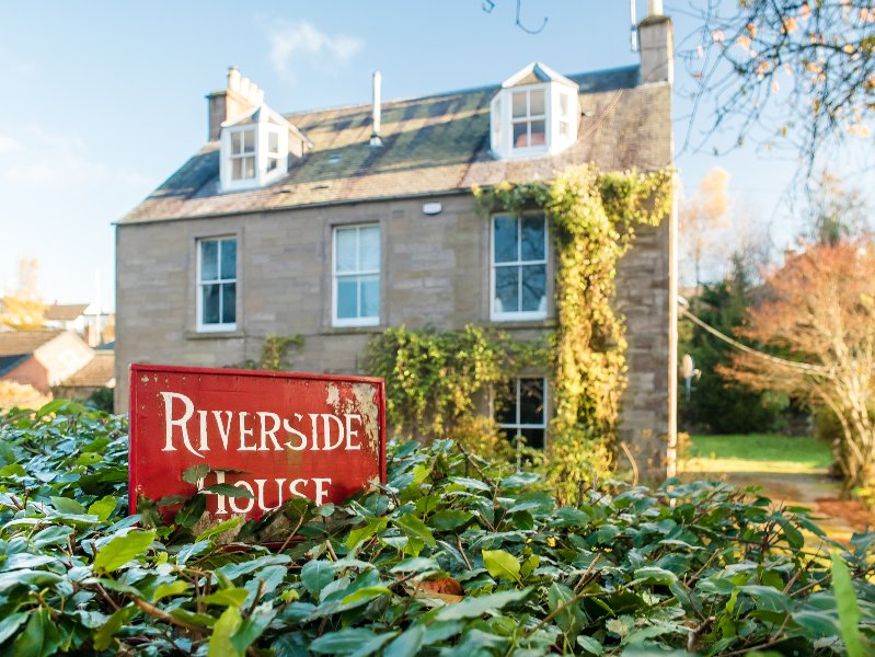 RIVERSIDE HOUSE, three storey, en-suites, views of River Ericht, Ref 962604, Ferienwohnung in Blairgowrie