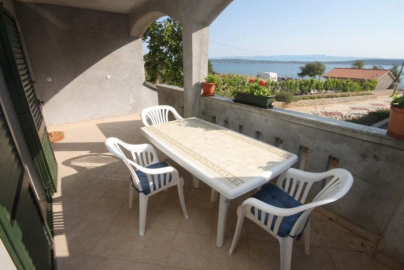 Zdrelac Apartment Sleeps 6 with Air Con - 5468103, holiday rental in Banj