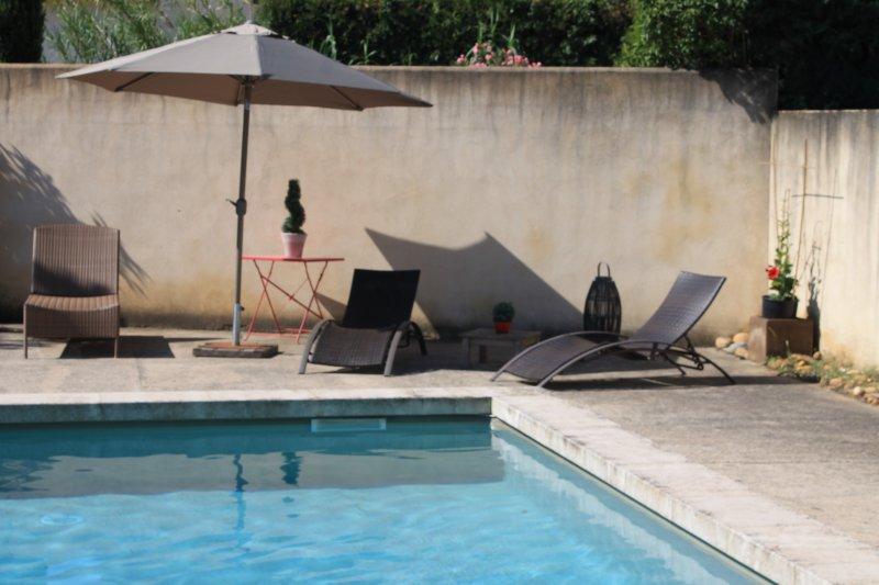 Gîte de charme à Saint-Rémy de Provence, avec piscine , jardin clos et arboré, Ferienwohnung in St-Rémy-de-Provence
