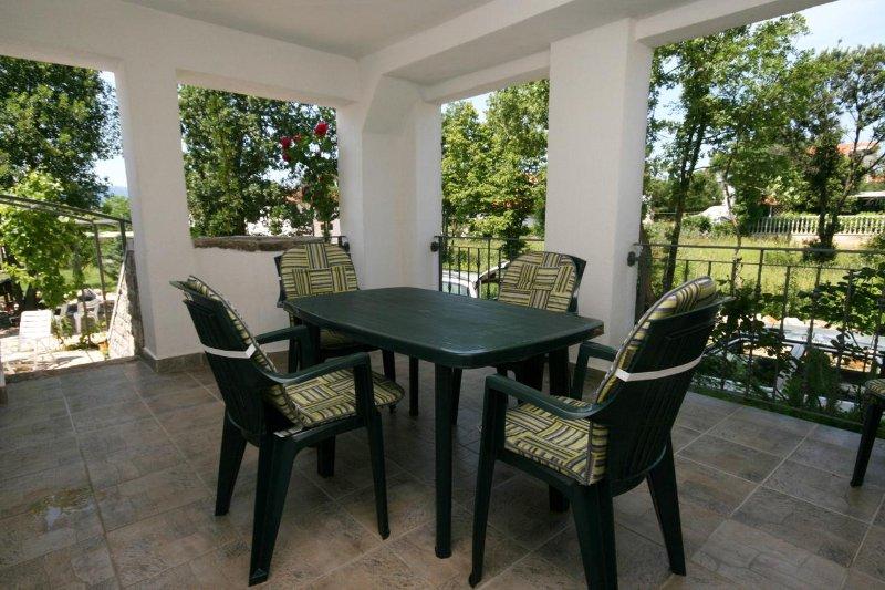 Skrbcici Apartment Sleeps 5 with Air Con - 5464368, casa vacanza a Pinezici
