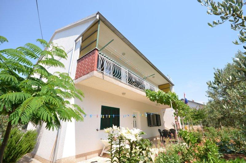 Apartment Ana, vacation rental in Brodarica