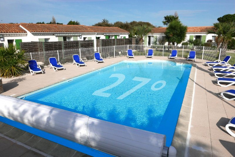 Heated pool from April ... which is rare on the island of Ré ...