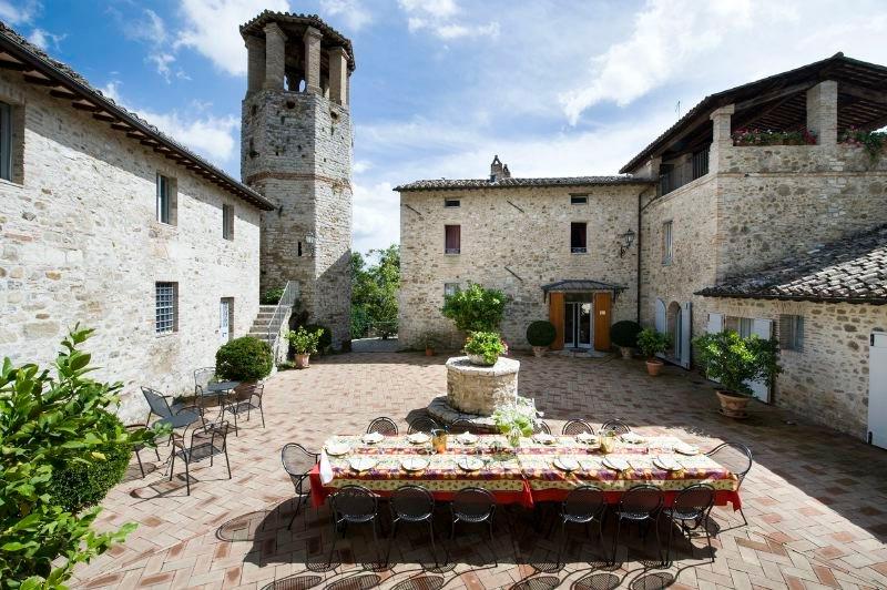Perugia Villa Sleeps 15 with Pool Air Con and WiFi - 5802764, location de vacances à Ponte Valleceppi
