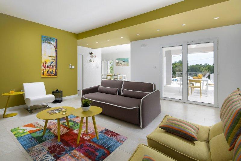 Valhova Villa Sleeps 8 with Pool and Air Con - 5503418, alquiler de vacaciones en Viskovici