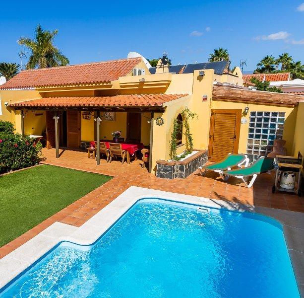 Modern Hacienda Style Villa  Private Pool & Garden WiFi/AC, vacation rental in Maspalomas