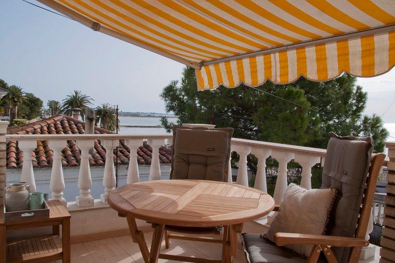 Casas Sitori Appartement 4, aan het strand, prive zwembad (4m x 9m), alquiler de vacaciones en Sant Carles de la Ràpita