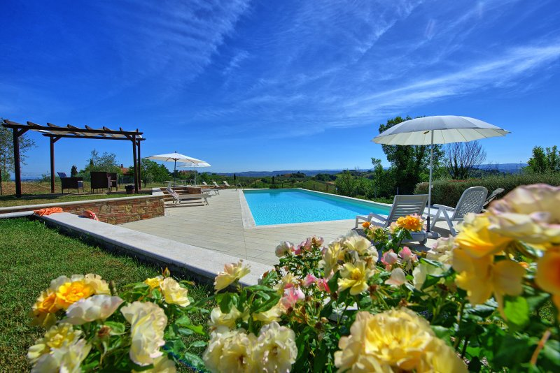 San Gimignano Apartment Sleeps 4 with Pool - 5241293, vakantiewoning in Ulignano