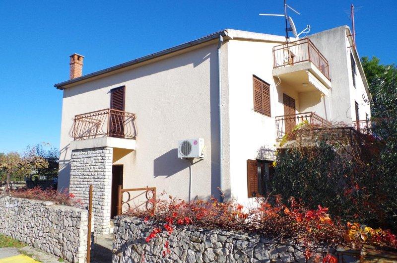 Jadrija Holiday Home Sleeps 6 with Air Con - 5471710, vacation rental in Jadrija