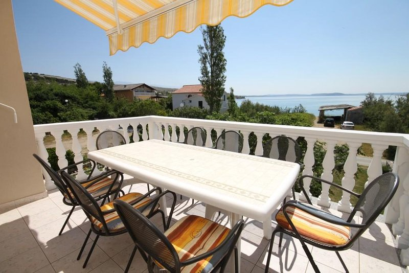 Vlasici Apartment Sleeps 8 with Air Con - 5466150, casa vacanza a Vlasici