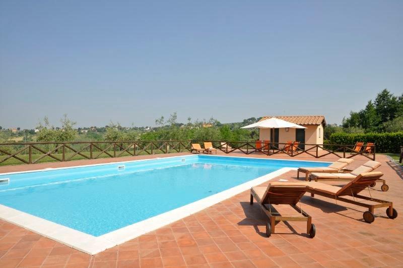 Magliano Sabina Villa Sleeps 16 with Pool and WiFi - 5218387, location de vacances à Magliano Sabina