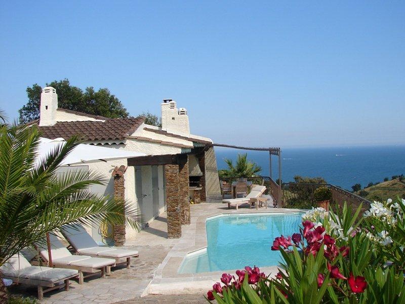 210974 3-bedroom villa, full sea view, airco, pool 8 x 4 mtr, beach 650 mtr, BBQ, holiday rental in Sainte-Maxime