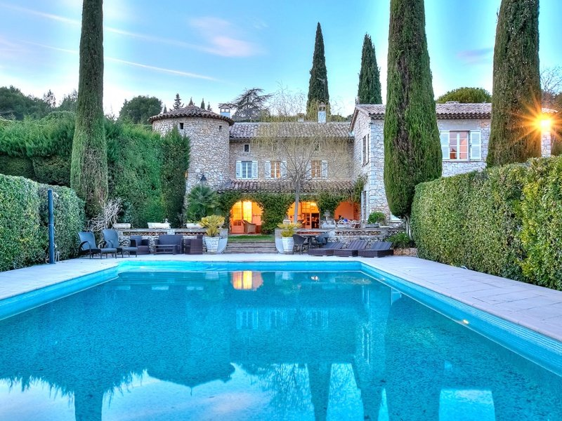 210993 5-bedroom mansion, private tennis court, pool 20 x 10 mtr., casa vacanza a Grasse