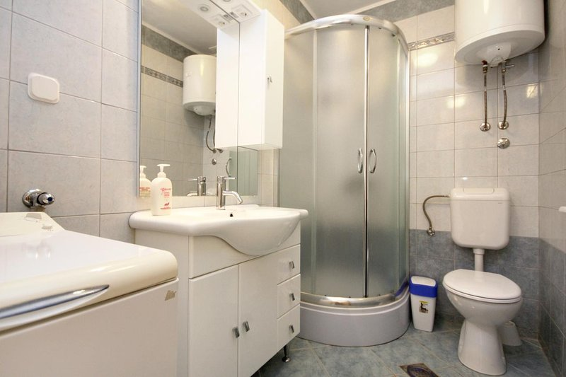 Badezimmer 2, Oberfläche: 4 m²