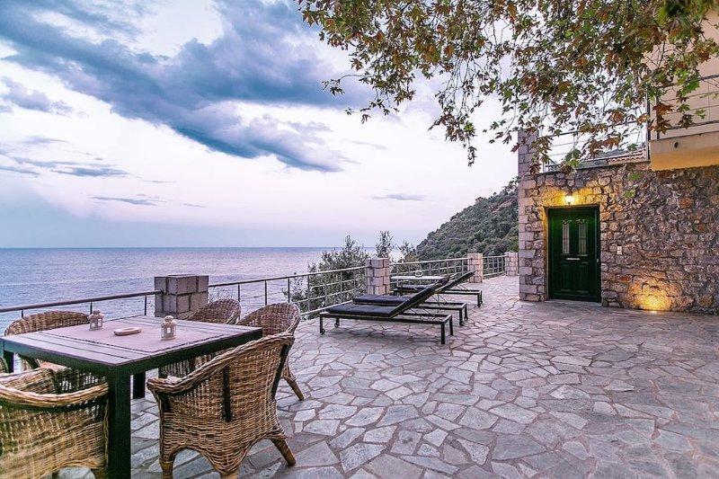 Amazing sea view_villa 2, casa vacanza a Leonidio