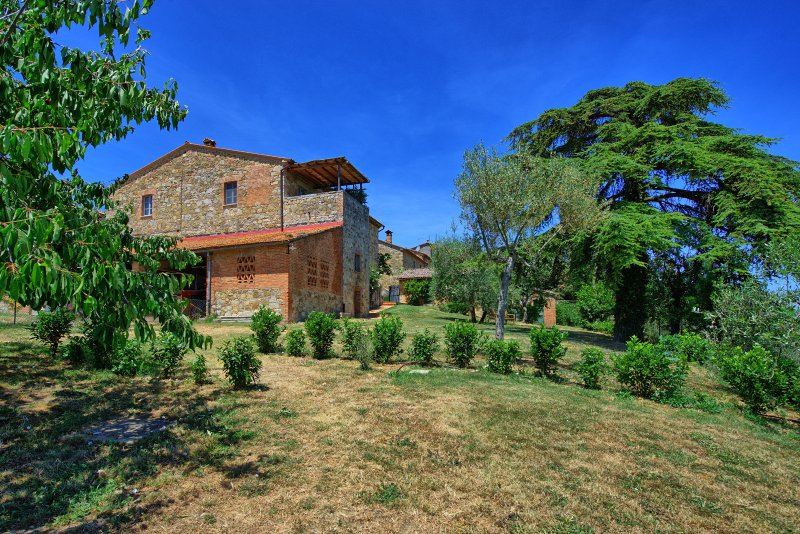 Fighine Villa Sleeps 6 with Pool Air Con and WiFi - 5242145, holiday rental in Fighine