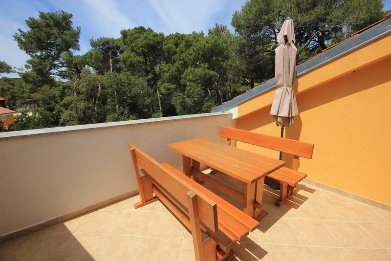 Cunski Apartment Sleeps 5 with Air Con - 5467825, vakantiewoning in Susak