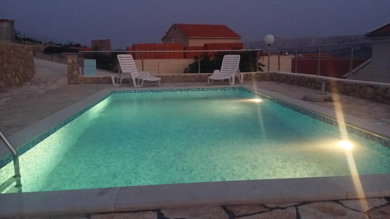 Kolan Apartment Sleeps 4 with Pool and Air Con - 5469496, vacation rental in Zubovici