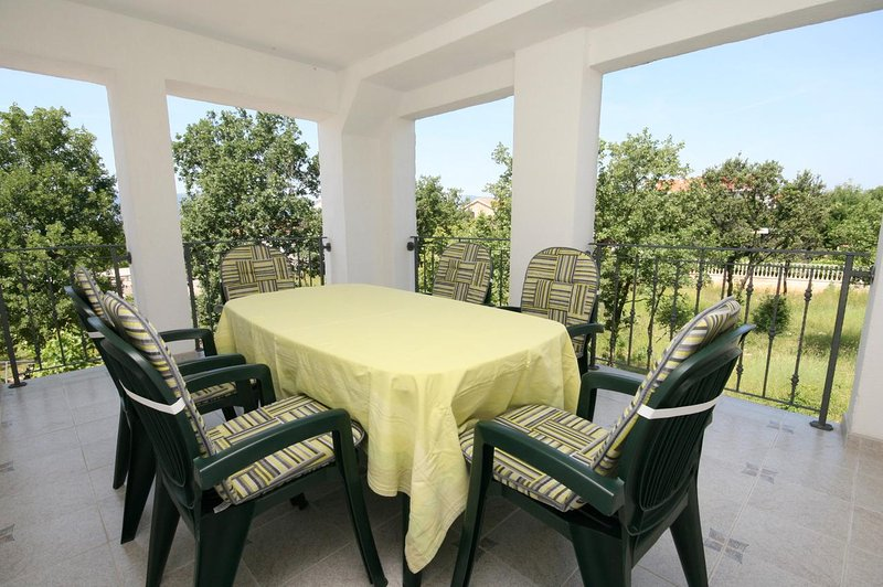Skrbcici Apartment Sleeps 5 with Air Con - 5464372, holiday rental in Njivice