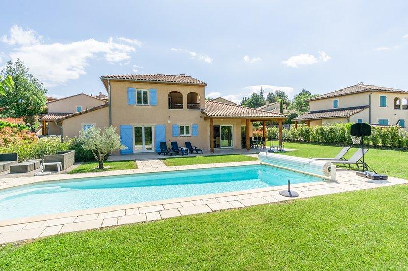 Villa Ensoleillée voor 10 personen met privézwembad, Ferienwohnung in Vallon-Pont-d'Arc
