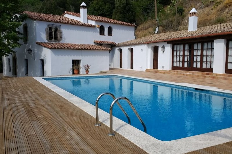 Stylish XVth C masia, recently remodelled with spectacular mountain/ocean views, location de vacances à Sant Pere de Vilamajor