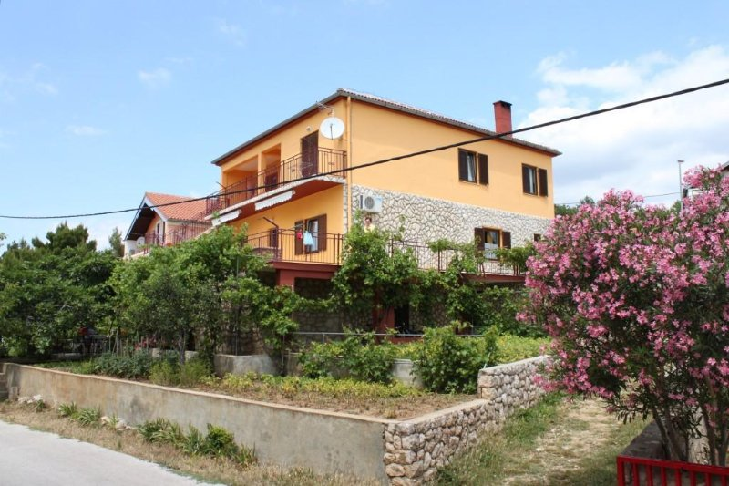 Three bedroom apartment Maslenica, Novigrad (A-6568-a), vacation rental in Jasenice