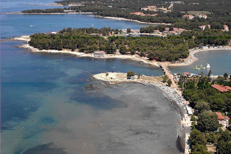 Stella Maris zone de la plage de sable de ciel et de la plage de galets