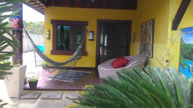 Schönes Haus 2 gemütliche und komfortable Zimmer, Familienzimmer, Balkon mit einer Hängematte und Sofa-Shell.