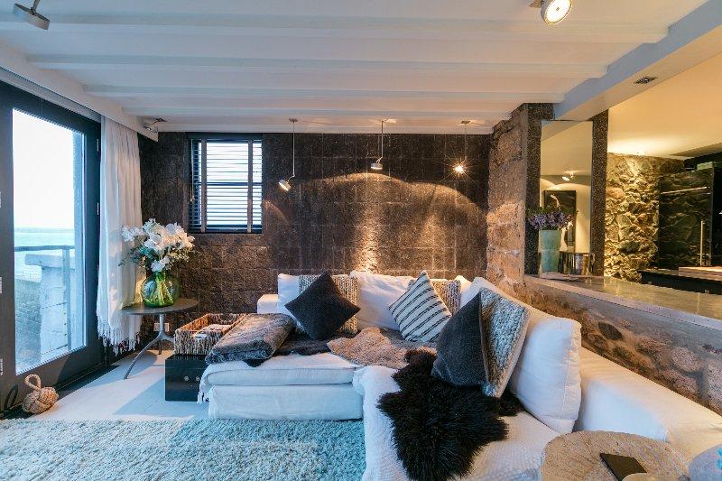 Black Moon - Decadent Apartment With Sea View, location de vacances à St. Ives
