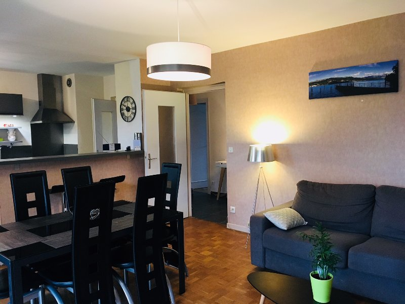 Bel appartement 2 chambres 72 m2, holiday rental in Aix-les-Bains