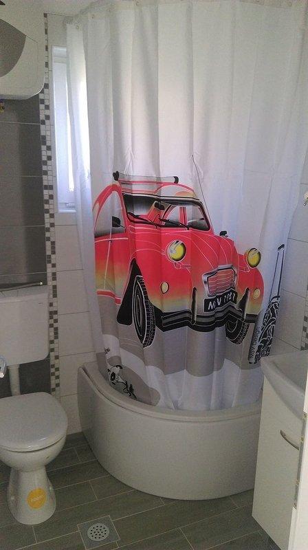A (2 + 1): salle de bain avec toilette