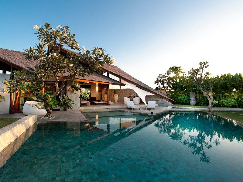 Le Layar - Chambre 3 - Lever de soleil sur la piscine