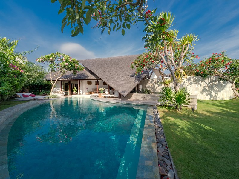 The Layar - 3 bedroom - Pool and gardens