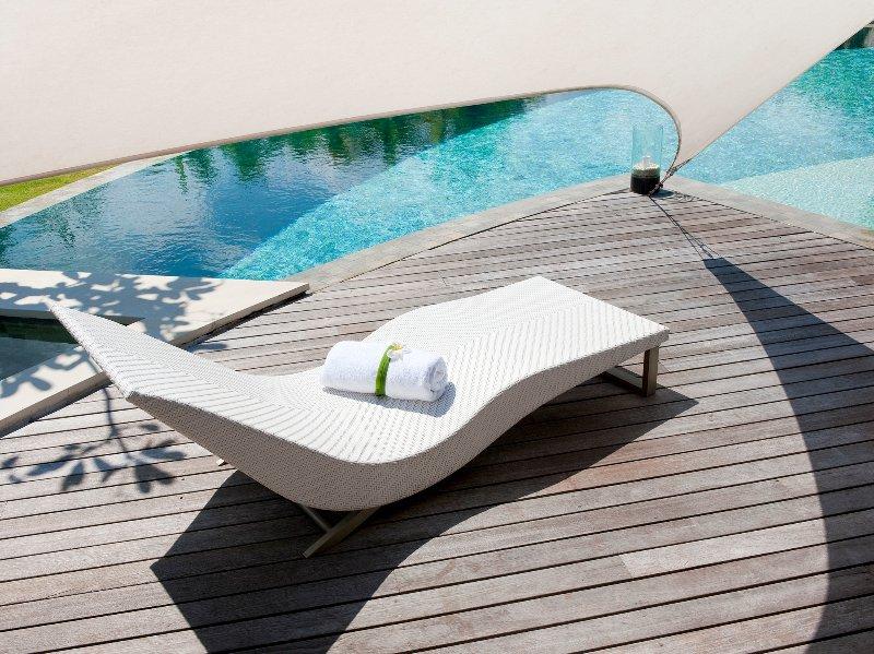 Le Layar - 3 chambres - Des chaises longues et des serviettes