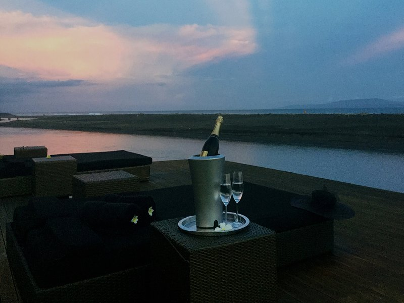 Villa Ylang Ylang - Champagne at dusk