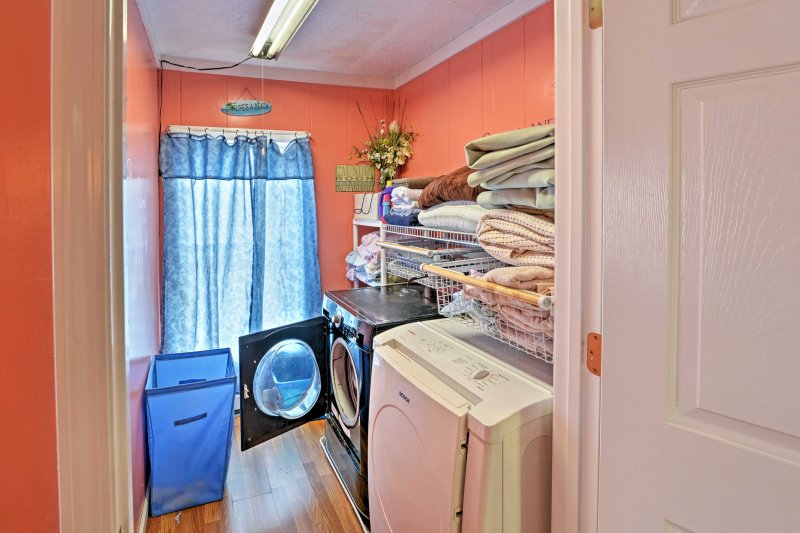 Keep your clothes clean with the in-unit washer and dryer.
