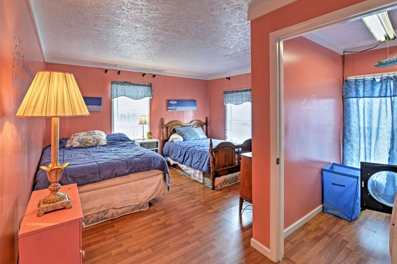 The third bedroom has a queen bed, full bed, and 2 twin mattresses.