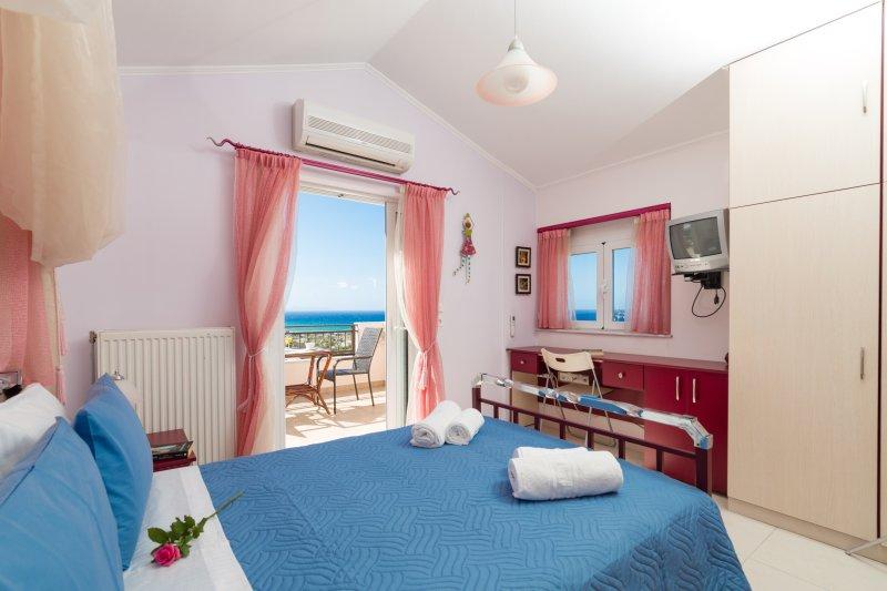 3rd floor room - Double Bed - Best View!