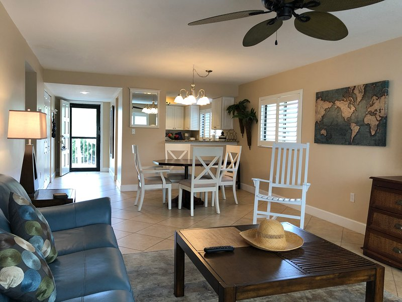 Walk to Crescent Beach, Upgraded Sea Winds Condo, holiday rental in Sarasota