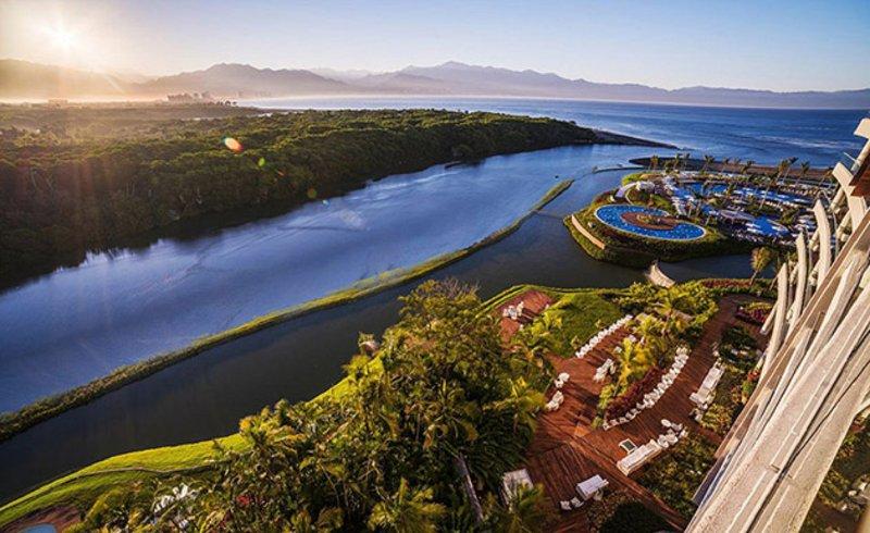 Propiedad ubicada donde el río desemboca en Amera bahía de Banderas del Pacífico.